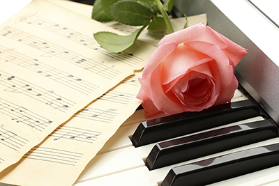 A rose on a piano keyboard
